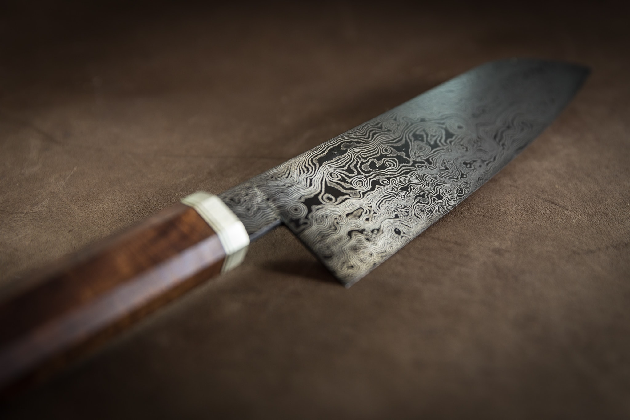 Micropatterned Damascus kitchen knife